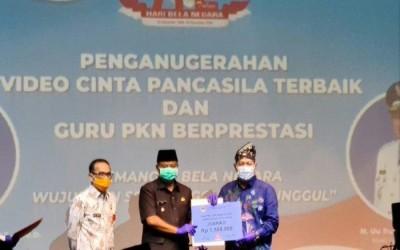 Sabarudin Raih Penghargaan IKA PKn UPI Award 2020